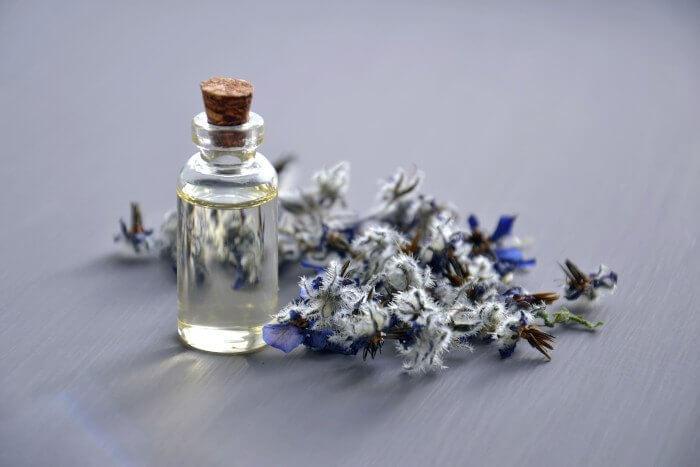 Natural Treatments for Endometriosis - Castor oil packs